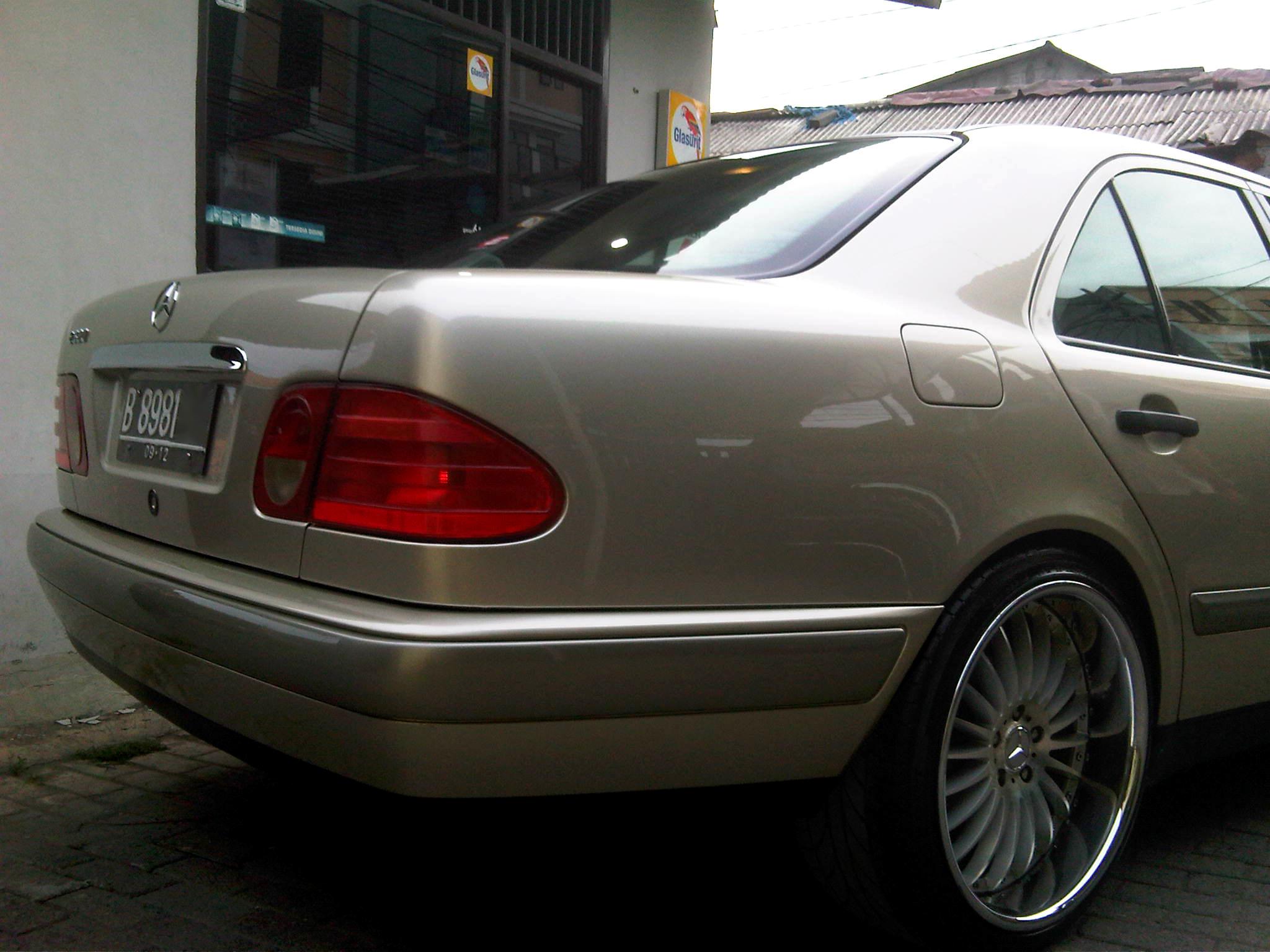 1997 Mercedes Benz E230 W210 Garasi 64
