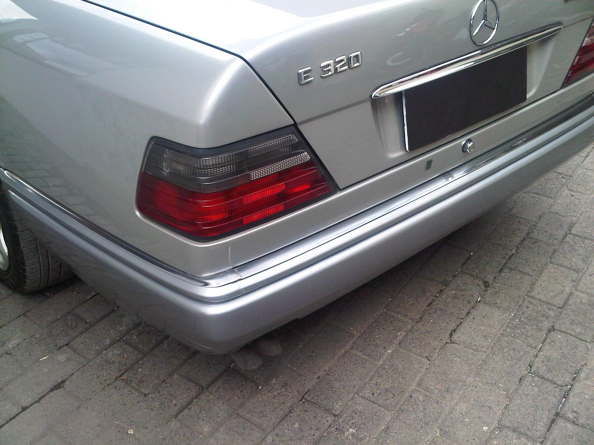 1995 mercedes benz e320 w124 garasi 64 for Mercedes benz bumper repair